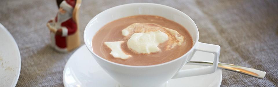 Горячий шоколадный напиток с перцем чили и сливками